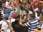 George Israel, do Kid Abelha, desce para pipoca sem seguranças