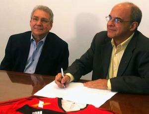 Eduardo Bandeira e João Borba assinatura Maracanã (Foto: Fred Huber)