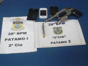 Jovem de 18 anos é preso por posse ilegal de arma em Barra Mansa (Foto: Divulgação/Polícia Militar)