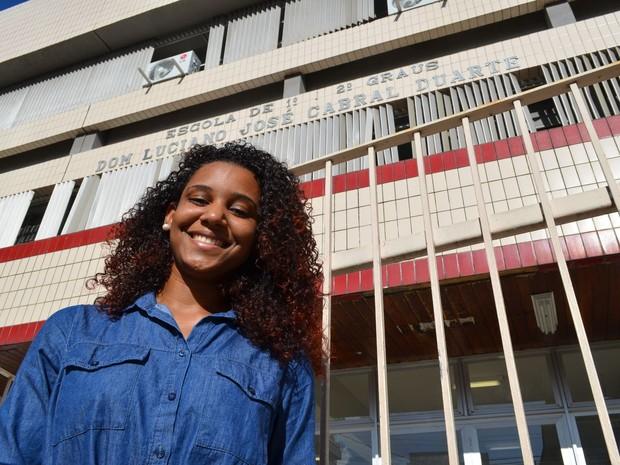 SÁBADO (8) - ARACAJU (SE) - A estudante Deisidy Maria dos Santos Luz, de 25 anos, achou a prova bem tranquila e está confiante.  (Foto: Marina Fontenele/G1)