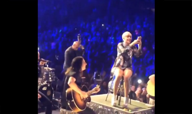 Fãs de Miley Cyrus brigam em show (Foto: Video/Reprodução)