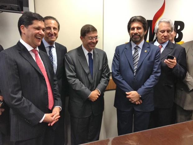 O empresário Josué Gomes da Silva (centro) durante ato de filiação ao PMDB  (Foto: Fabiano Costa / G1)