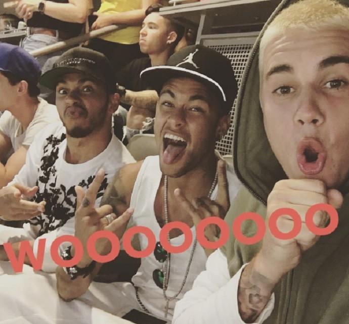 Lewis Hamilton, Neymar e Justin Bieber durante jogo Brasil x Equador (Foto: Reprodução Instagram)