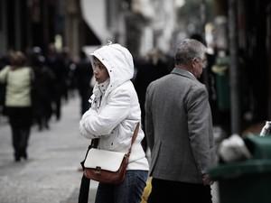 Moradores tentam se proteger do frio (Foto: Caio Kenji/G1)