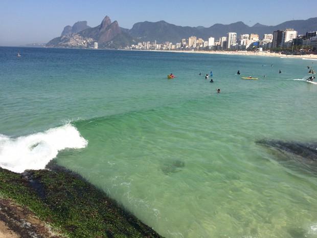 Arpoador, mar claro e muito calor nesta sexta (Foto: José Raphael Berredo/G1)