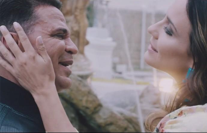Eduardo Costa e Ju Knust interpretam um casal no novo clipe (Foto: Reprodução)