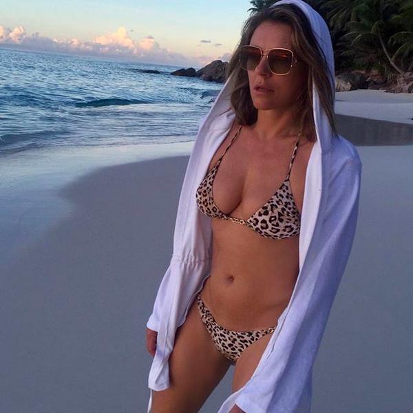 A atriz Elizabeth Hurley em uma foto compartilhada por ela nas redes sociais (Foto: Instagram)