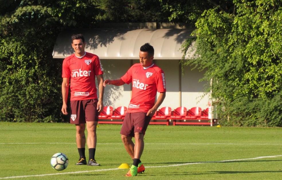 Cueva voltou a ganhar uma chance no time titular nesta terça-feira (Foto: Marcelo Prado)