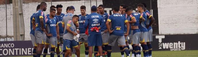 Cruzeiro treinou no estádio do clube General Diaz, em Luque, no Paraguai (Foto: Divulgação/Cruzeiro)