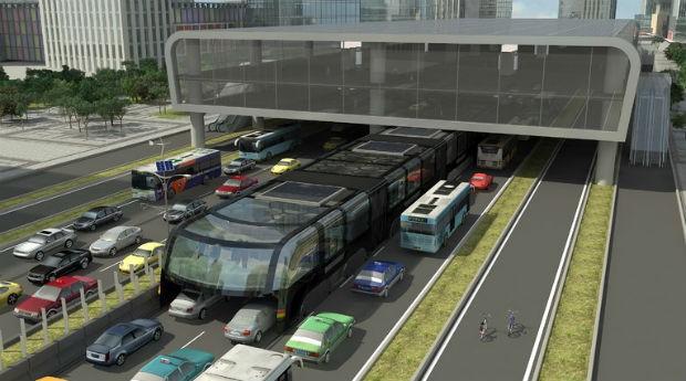China testa ônibus futurista que circula acima das ruas