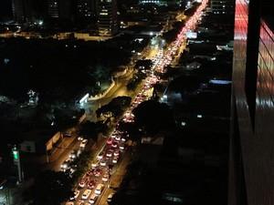 Trânsito fica congestionado na avenida Hermes da Fonseca, na zona Leste de Natal (Foto: Luciana Campos)
