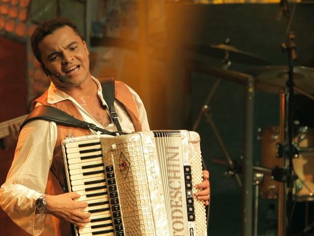Chambinho do Acordeon interpretou Luiz Gonzaga na fase jovem  (Foto: Divulgação)