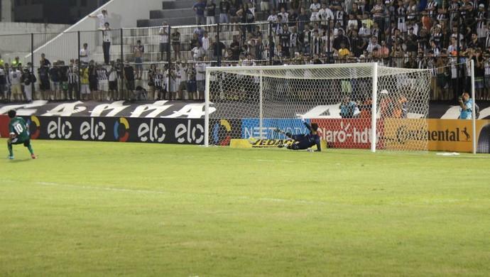 ABC x Gama - Copa do Brasil - gol classificação pênaltis (Foto: Augusto Gomes/GloboEsporte.com)