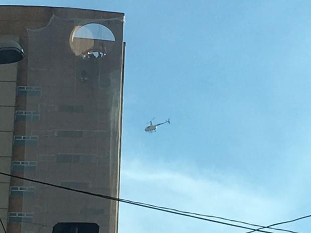 Helicópteros foram usados no resgate (Foto: Cintia Acayaba/G1)
