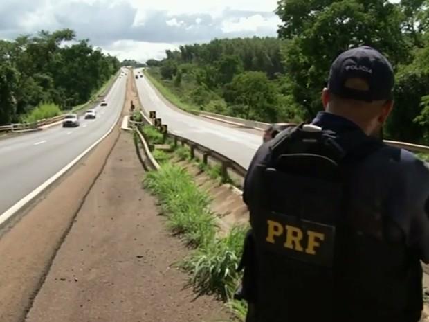PRF flagrou mais de mil em alta velocidade durante 5h de fiscalização, em Goiás (Foto: Reprodução/TV Anhanguera)