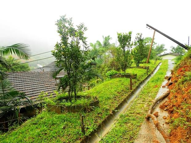 Município de Schroeder, no Norte, teve deslizamentos quinta-feira (Foto: Defesa Civil de SC/ Divulgação)