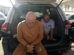 Ex-provedor e vice prestaram depoimento na delegacia (Foto: Carlos Dias/G1)