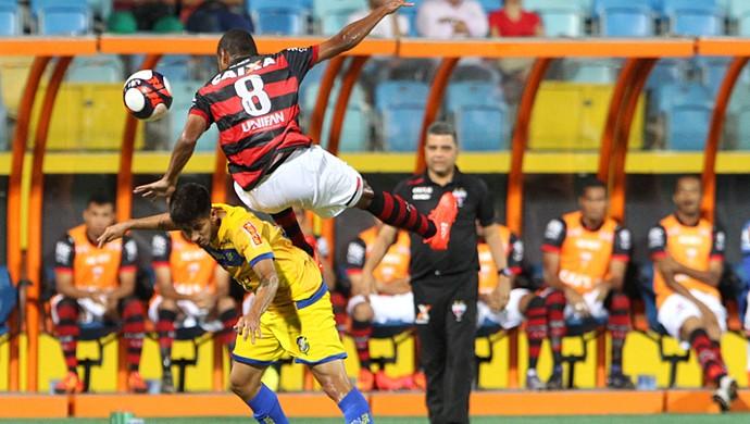 Atlético-GO x Iporá no Olímpico (Foto: Sebastião Nogueira/O Popular)