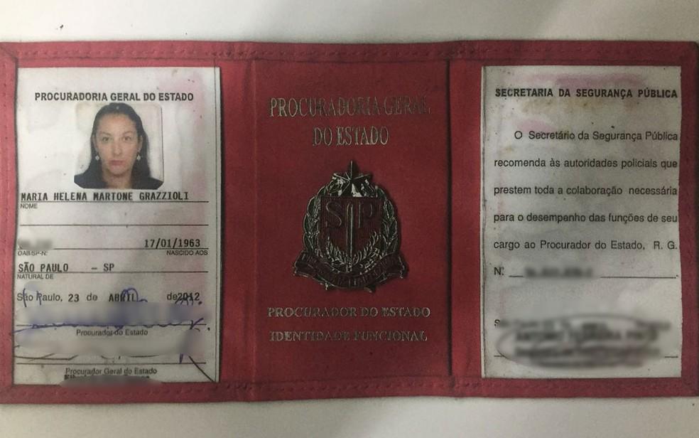 Maria Helena Martone Grazzioli apresentou a carteira funcional de procuradora do Estado aos policiais, segundo o boletim de ocorrência (Foto: Reprodução/WhatsApp)