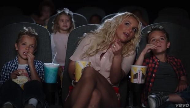 Britney Spears com os filhos (Foto: Youtube / Reprodução)