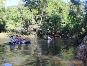 Passeio de caiaque no Rio das Garças (Foto: Jheniffer Núbia)