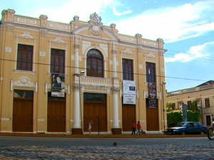 Theatro Municipal é um dos principais cartões postais de São João (Foto: Wilson Aiello/EPTV)