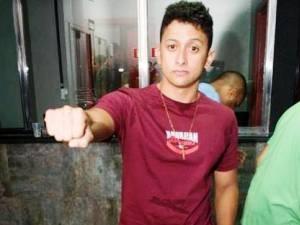 Alessandro Allan, de 25 anos, foi agredido em saída de casa noturna (Foto: Reprodução/Facebook)