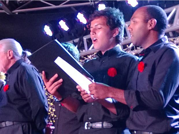 Coral Municipal de Itapeva foi o último grupo a se apresentar no 'Vozes de Natal 2013', em Tatuí (Foto: Caio Silveira/ G1)