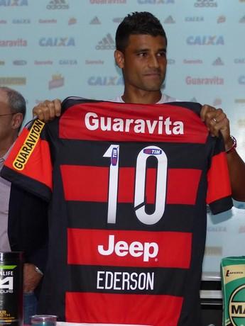 Escassez de camisas 10  Ederson é esperança do Flamengo para o meio 840b53d8a525f