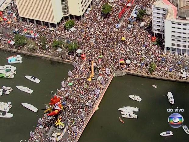 """Tema do Galo da Madrugada deste ano é """"O Rio São Francisco deságua no mar do frevo"""" (Foto: Reprodução / TV Globo)"""