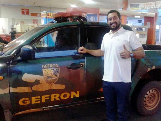 Piloto vítima de sequestro foi resgatado por policiais na Bolívia para ser levado até Cuiabá. (Foto: Gefron/MT)