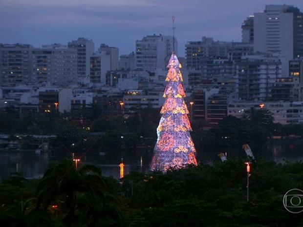 Árvore de Natal da Lagoa passa por testes de luz (Foto: Reprodução/Globo)