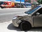 Acidente entre carros deixa trânsito lento no feriado, em João Pessoa