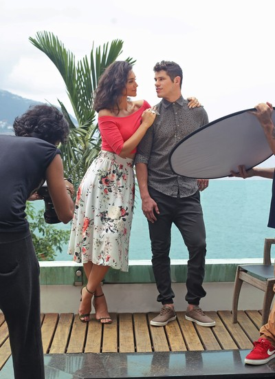 Débora Nascimento e José Loreto foram clicados juntos para mais uma campanha de moda (Foto: André Nicolau)