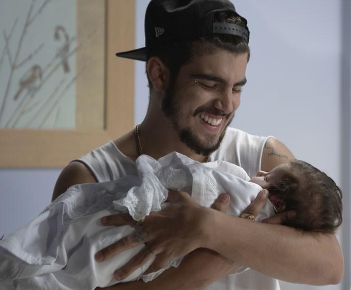 Grego se derrete ao pegar Maria no colo e emociona o público de 'I Love Paraisópolis' (Foto: TV Globo)