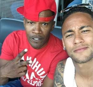 Neymar e Jamie Foxx no estádio Rose Bowl no jogo Brasil x Equador (Foto: Reprodução Snapchat)