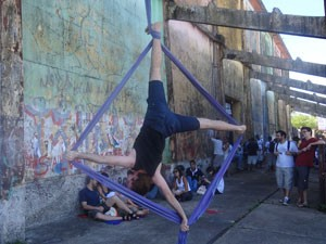 Grupos fazem performances artísticas (Foto: Luna Markman / G1 PE)