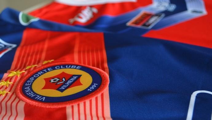 Camisas do VEC estão sendo vendidas com valores promocionais (Foto: Jonatas Boni)