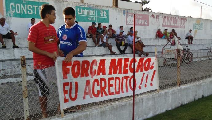 Faixa em apoio ao América-RN (Foto: Ferreira Neto)