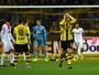 Dortmund perde um gol atrás do outro e só empata com o Augsburg em casa