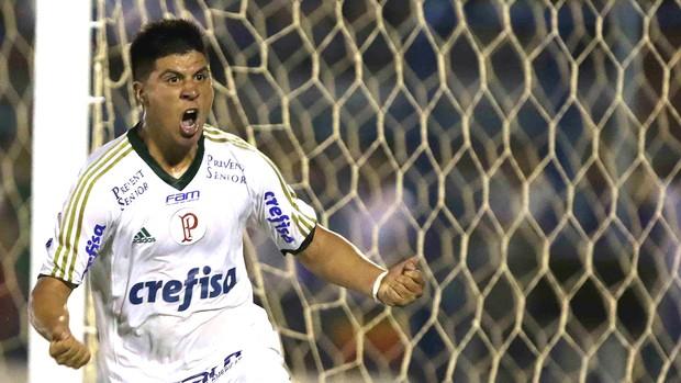Cristaldo comemora gol do Palmeiras contra o Penapolense (Foto: Célio Messias / Estadão Contéudo)