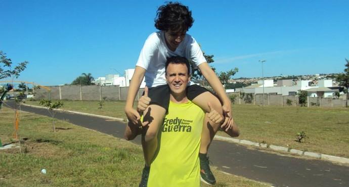 Garoto autista vai correr na prova Uberlândia 10 Milhas (Foto: Rafael Mamede/Arquivo Pessoal)