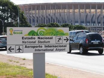 Placa de sinalização de trânsito instaladas para a Copa do Mundo (Foto: Pedro Ventura/ Divulgação)