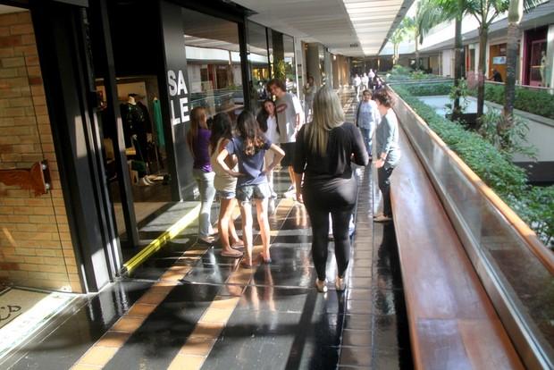 David Luiz em shopping do Rio (Foto: Daniel Delmiro / AgNews)