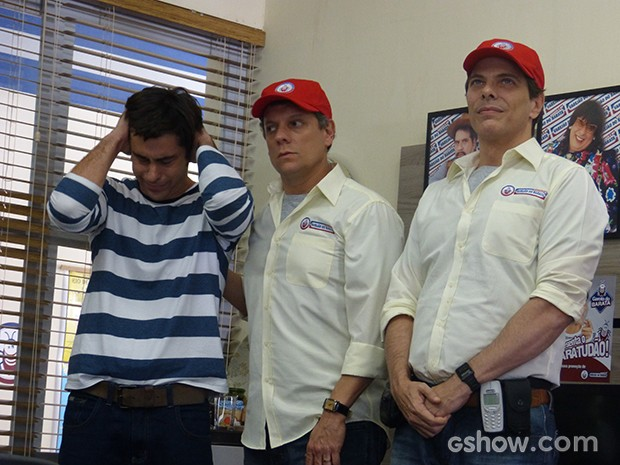 Ernesto fica arrasado (Foto: Geração Brasil / TV Globo)