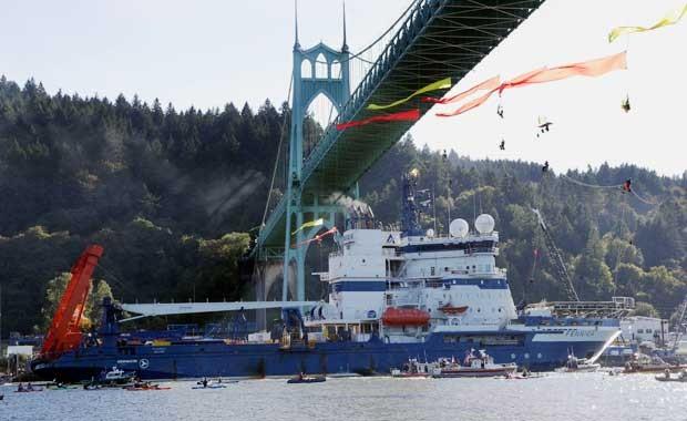 Navio quebra-gelo da Shell se deloca para o Alasca em julho deste ano e é alvo de manifestação de ambientalistas em Portland