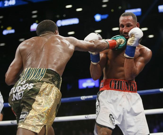 Combate entre Badou Jack e James DeGale foi muito equilibrado (Foto: Reuters)