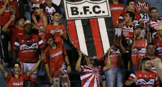 carrega o time (Rogério Moroti / Agência Botafogo)