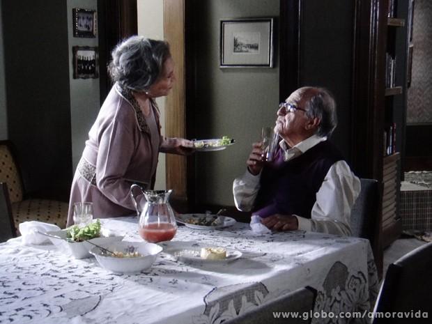 Os dois curtem o momento juntos... (Foto: Amor à Vida / TV Globo)