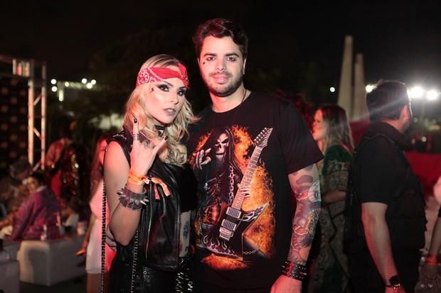 Layla Monteiro e namorado (Foto: Anderson Barros/EGO)
